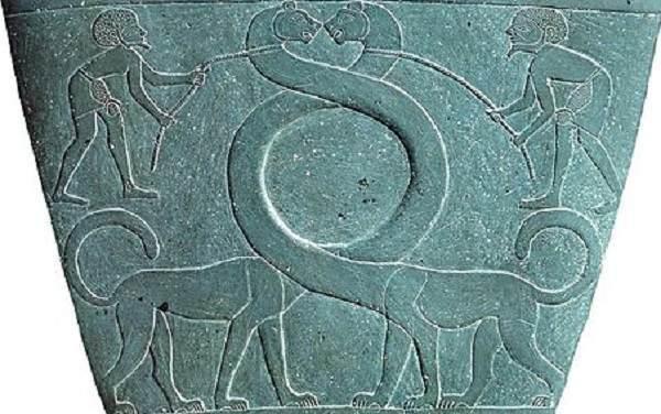 ナルメルのパレットやシュメールのムシュフシュ(シルシュ)が恐竜に似てると最初に言ったのは誰ですか?