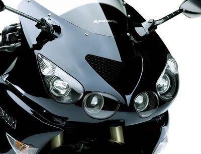 率直な意見をお願いします! zzr1400のヘッドライトの艶消し黒の部分を艶あり黒(ブラックアウト?)にするのはありだと思いますか?