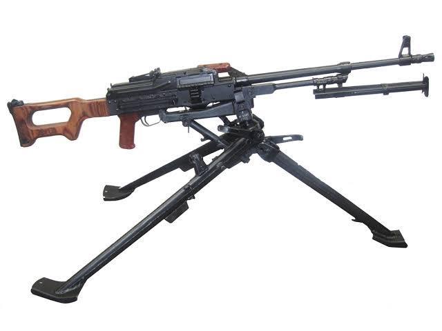 pkm機関銃の三脚を保有しているのですが個体差で本来旋回する箇所が旋回しません。 修理しようにも道具がない為修理出来ない状況で業者に相談しようにもそもそもどの業者なら修理出来るか見当もしません。...