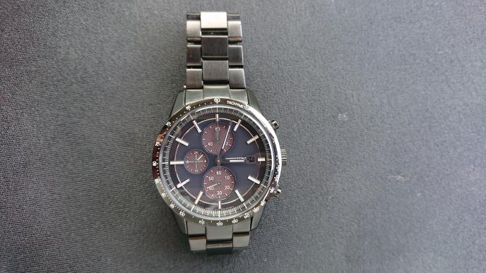 この腕時計はシチズンのなんという時計でしょうか?