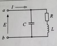 回路の問題です。 図のように、抵抗RとインダクタンスLの直列回路に、キャパシタンス C を並列に接続した。このとき, 角周波数を ωとし下記の設問に答えなさい。  (1) 端子ab 間の電圧Eと電流Iが同相となるための角周波数ω0を求めなさい。  (2)端子ab間の電圧Eに対し電流Iがπ/4進むようにするためのキャパシタンスC0を求めなさい。  (2)の考え方がわかりません。 友人に聞いたと...