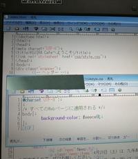 html cssの勉強を本を使って始めてみたのですが、背景の色がつきません。どこが間違っているのか教えて下さい。