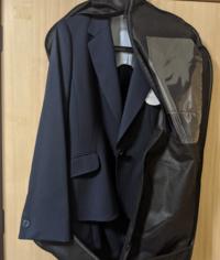 入社式にこのスーツは浮きますか?