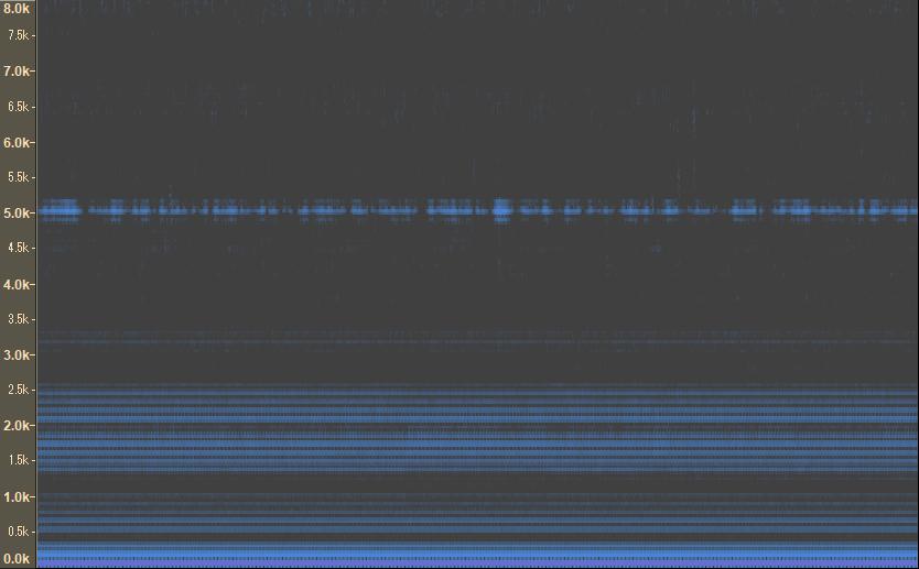 耳に装着するタイプの骨伝導マイクを用いて、骨導音を収録したところ、何も発声してない時にも次のようなノイズ? が発生していました。これはどういったノイズなのでしょうか?また、録音時に改善可能なので...