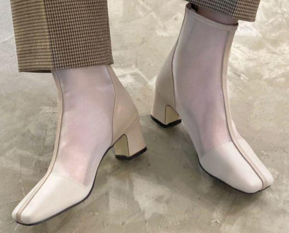 シアーのショートブーツはトレンドなのでしょうか?またそれは何月まで使えますか?