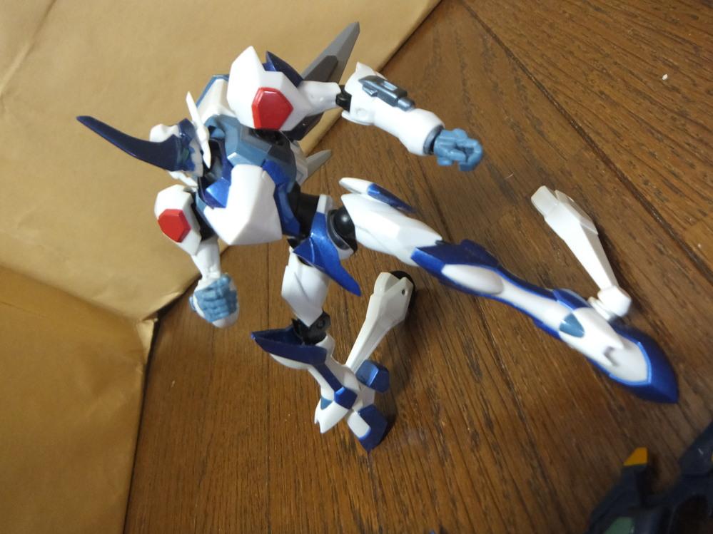 このロボットの名前を教えてください。 反撃のルルーシュ?のロボット化と思われます。