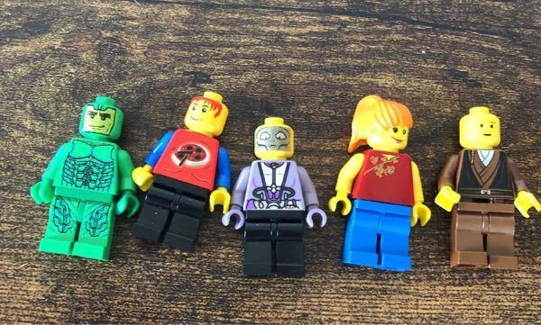 こちらのLEGOのミニフィグのシリーズやキャラクターの名前がわかる方、一つでもいいので教えてください。
