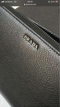 プラダの財布のこの黒いブランドロゴ部分は色ハゲしてきますか? PRADA GUCCI LOUIS VUITTON