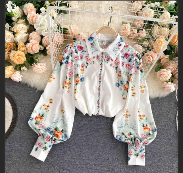 これは韓国通販の怪しげなサイトのお洋服の写真なのですが、可愛すぎて一目惚れしてしまったので、似たお洋服を扱ってるお店を探しています。 信頼の置けるオンラインストアやチェーン店などで、似たお洋服を見かけた方いらっしゃいましたら教えてほしいです。