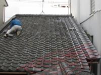 一軒家の退去時に借主より「雨漏りがする」との事で、屋根の葺き替えを業者に依頼して、屋根の写真を見て貸主は初めて改造に気が付きました。 借主が貸主に無断で屋根の一部を切断してトタン葺きに、瓦屋根をトタン屋根に改造した場合、「建物保全のための優良な改造」になり、貸主は借主に回復の費用の請求は出来ないのでしょうか。