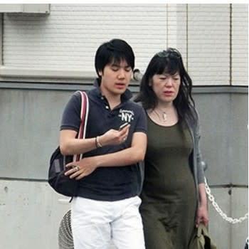 この親子が日本国天皇家の親戚になった場合、どんな特権をがあるのですか?