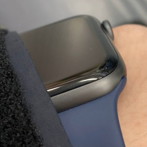 Apple WatchSEのスペースグレイとよく似た色のマジックペンや塗装ペンのようなものはありませんか? 少し塗装が剥がれてしまい、目立っているので目立たなくしたいです。