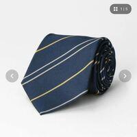 このネクタイ就活に使うのありですか?紺色がベースで白と金のライン、素材はシルクで少しツヤ感?があります?