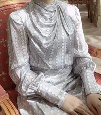 友達の結婚式に招待されました。 参列のマナー的にこのドレスは問題ないでしょうか。 白いドレスは花嫁の色だからNG、にこのドレスが当てはまるか心配しています。  よろしくお願い致します。