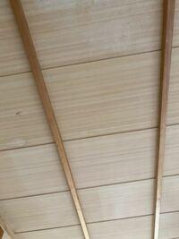 この天井のdiyについてアドバイス下さい。 砂壁からクロス、畳からフローリングはできるんですが、 天井で悩んでます。 解体はたいそうですし。 塗装するにしても木目?みたいなのが消えるか。  みなさんならどう洋室っぽく仕上げますか? よろしくお願いします。