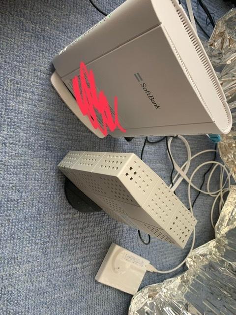 家のWi-Fiについてです。 戸建て2階にWi-Fiルーターを設置してあります。 (回線はSB光) ですがWi-Fiを主に使うのは1階のリビングです。 リビングのテレビでYouTubeやNet...