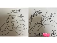 大島優子さんと前田敦子さんのサインです、、。 本物か偽物か判断できる方いませんか??