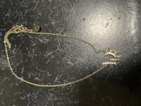 貰い物で頂いた Diorのネックレスが調べても出てきません。 商品番号とか商品名とかわかる方いますか。
