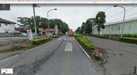 道路交通法では横断歩道を渡ろうとする歩行者がいたら車が止まることになっていますが、 こういう横断歩道を渡ろうとしている歩行者がいても止まるんですか?