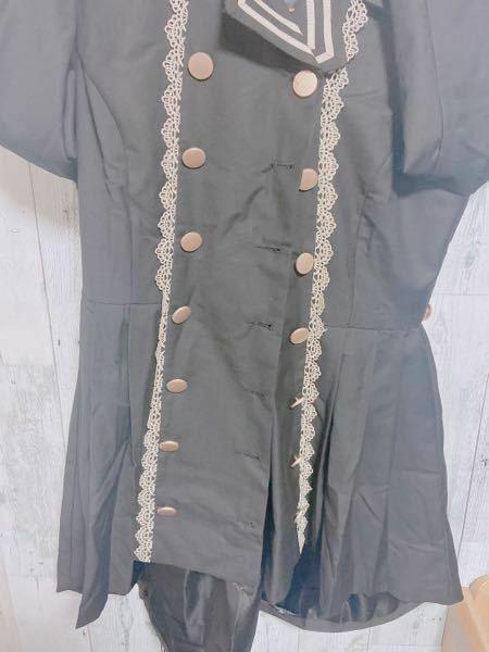 シワシワで申し訳ないのですが、 ネットで購入したコート?みたいな物なんですが 着ると凄く太って見えます。 多分横がフワってなってるからだと思います。 ボタンをせずに前を開けて着たいのですがどうしても着太りしてしまいます。 どうしたら、着痩せ出来るでしょうか?