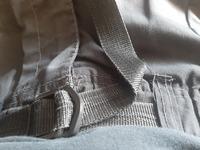 ベルト付き? この画像のようなズボンを探しています。 イオンで購入しましたが、 他の店をいくつか探しても、同じような物は見つかりません。  通販サイトとかで探そうにも、何と検索すれば出るのか分かりませんし。