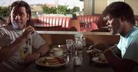 洋画で食事のシーン(美味しそうに食べてるシーン)がある映画を教えてください。 アメリカ独自の食事なら最高です。 例えば、パルプフィクションでサミュエル・L・ジャクソンとジョン・トラボルタがレストランで食べてるようなシーンです。