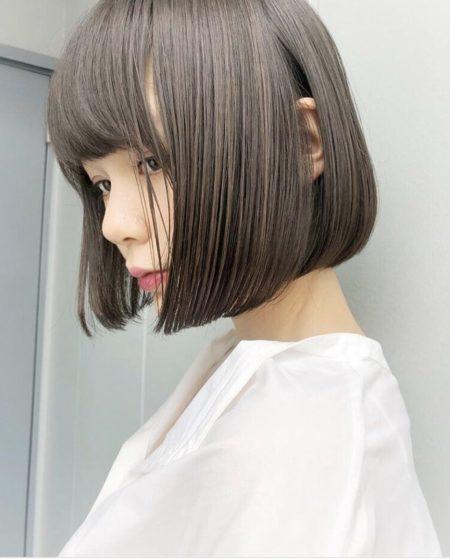 剛毛で髪の量が多い人に写真のようなストレートボブはできますか?
