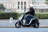 原動機付自転車免許を取得していない普通自動車第一種運転免許取得済の人は、 エンジン排気量50cc以下の「原動機付自転車」の運転が許されますが、この条件の人が、原動機付自転車免許を取得することはできるのですか?