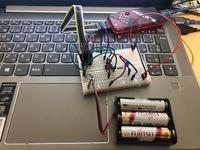 pic12f1822のマイコンに写真のように単三電池3つ繋げているのですが「Failed to program device」と出てくるのですが調べたらハードウェア障害と出てきま した、単なる接続不良なのか、それとも電圧が高くてマイコンが壊れてしまったのでしょうか?