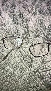 メガネ 修理できますか?真ん中から折れました。 メガネのヨネザワで2年くらい前に買ったメガネです。詳しい方返信お願いします。。。
