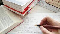 皆さんが思う受験の難易度が知りたいです。既卒生でで3月の半ばから基礎から初めて7月まで時間で言うと毎日8〜10時間勉強(英8割日本史2割、勉強習慣は確立済み)で英単語2000ほど完璧、英文法→大岩、成川完成、解釈→ 肘井、入門70完成、長文→ハイパー1。日本史は金谷のなぜ、スタサプ、山川教科書で英語日本史の2教科の勉強を丁寧にして夏から勉強時間を伸ばし古典、現代文もやって(夏前までに現代文の...