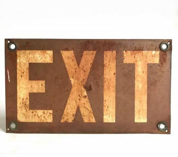 これアメリカのロードサイン(標識?)なのですが何年代の物だと思いますか?予想推測でも構いません。よろしくお願いします。