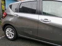 納車して二日目に、車をコンクリ塀に擦ってしまいました。 派手にやってしまい、かなり落ち込んでいるのですが  この位の傷は磨けば誤魔化せますか? それとも塗装してもらったほうが良いでしょうか。その場合、...