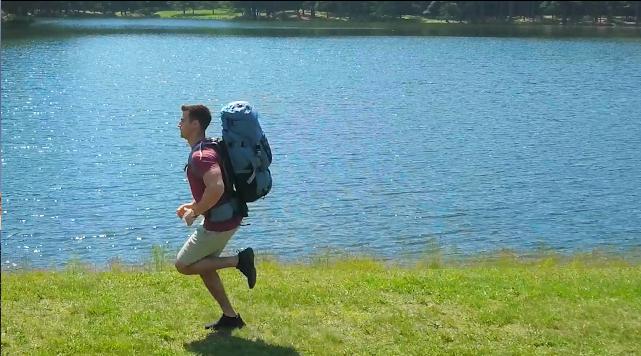 この上下にスライドする無重力バックパックってどこで購入できますか?