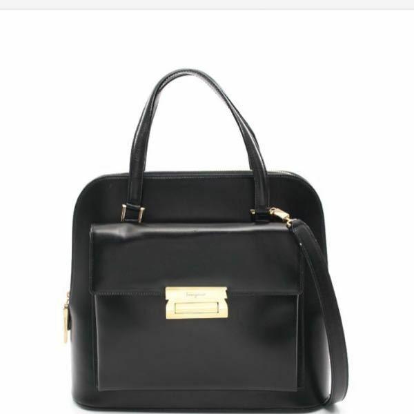 ずいぶん前に購入したフェラガモのバッグなのですが、 今でも問題なく使えるデザインでしょうか?