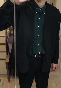 カーディガンとシャツを着てみたんですがよくわかりません! ネクタイとかつけた方がいいとかあったら教えてほしいです