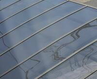 カーポートの天板を張り替えたのですが前ついていたものと同じです。 かつ板厚も薄いのですがこれってポリカーボネートなんでしょうか?