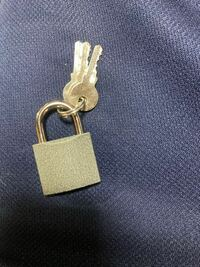 南京錠を買ったのですが、最初のこの鍵が取れません。助けてください