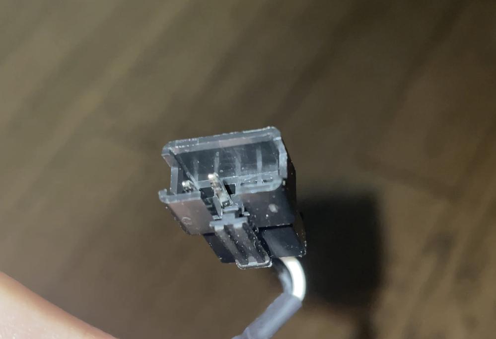 このコネクタの種類を教えてください。 JSWと小さく印字されています。 KORGのB2という電子ピアノのペダル部分に使用されているのですが 純正品のペダルしか差し込めず困っています。 踏み慣れた別のペダルを使いたいので変更用のコネクタを探しています。 よろしくお願いいたします。