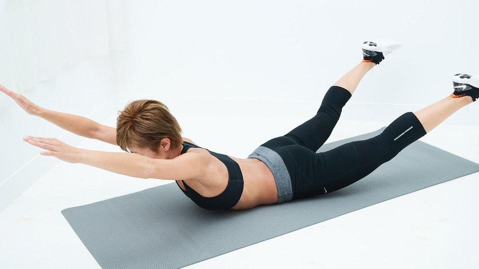 背筋を鍛える運動はダイエットに、効果的ですか? 現在、有酸素運動と糖質制限をやり始めました。 腹筋は週3回です。