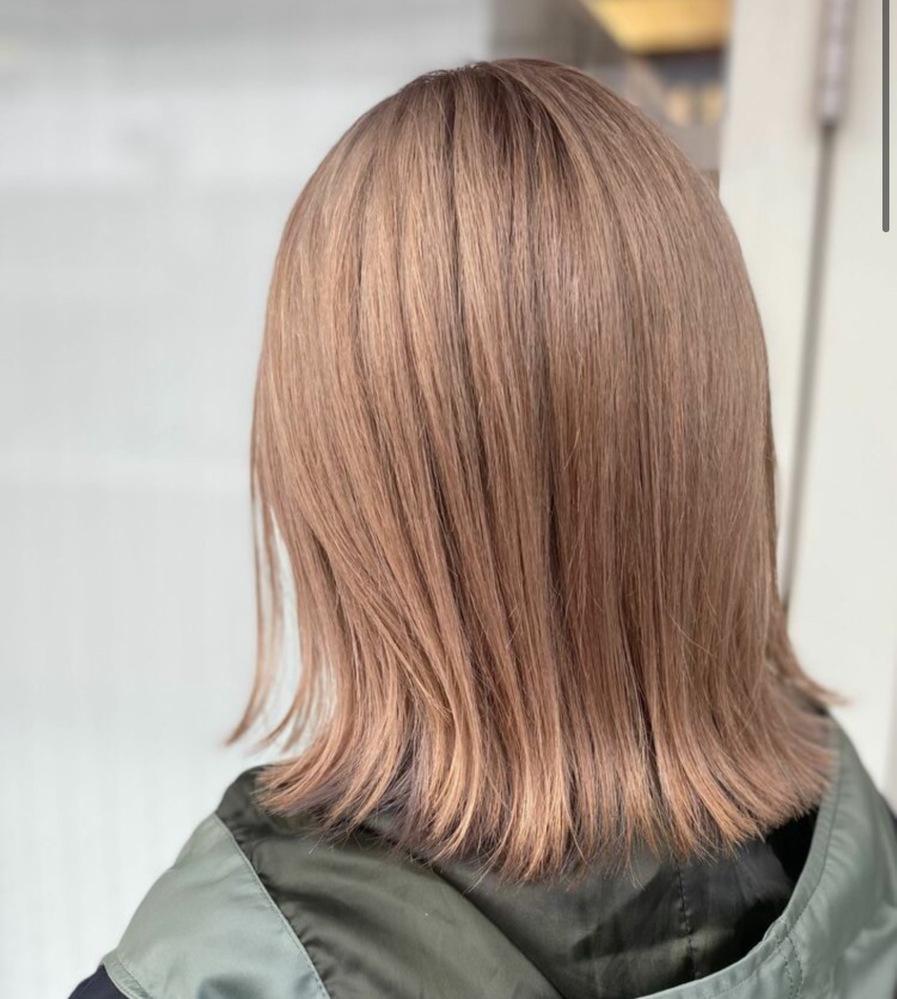 この髪色にするにはブリーチ何回必要でしょうか? ・矯正縮毛なし ・ブリーチ経験なし ・黒染めなし ・カラー1回