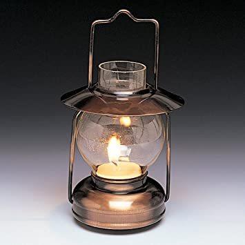 本日はインテリアを考える日です。 好きなインテリアはありますか? このランタンとはちょっと違いますが小さい頃にあったアンテークなランプが好きでした。