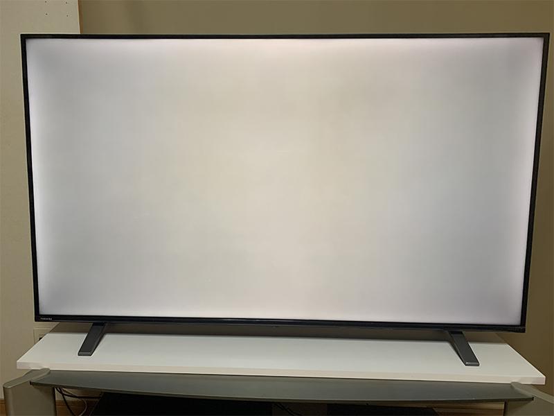 これって絶対色むらですよね? 今日買ったテレビなんですが、気になってショップのサービスに来てもらったらこれだけでは交換の対象にならないので、とりあえずメーカーのサービスに行ってもらいますって言わ...
