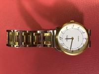 エルメスの時計について質問です。 こちらの時計が出てきたのですが、本物でしょうか? 本物だとすると、商品名や、価格帯などは分かりますでしょうか?