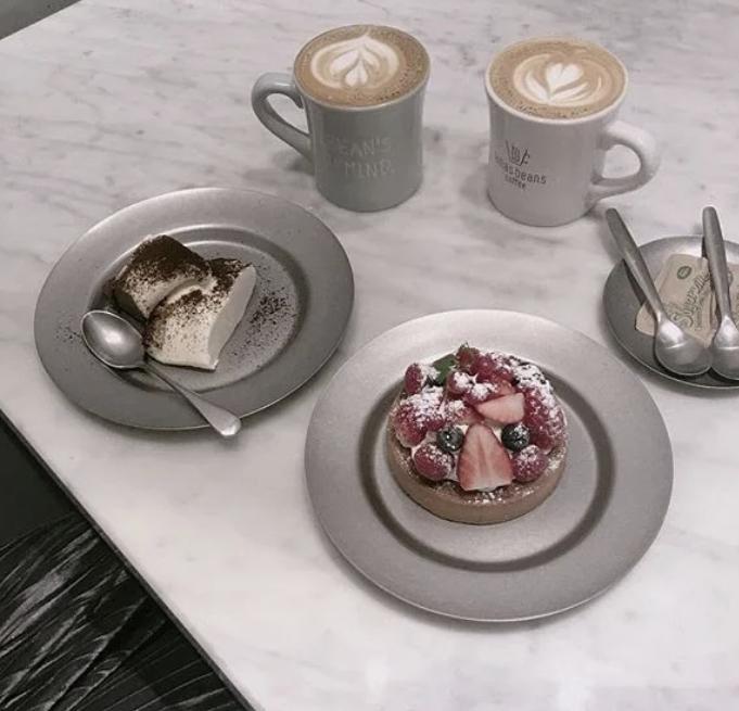 表参道にあるロハスビーンズコーヒーのこのタルトを食べたいのですが、テイクアウトはできますか?? 調べても出てこなかったので教えて欲しいです。 よろしくお願いします。