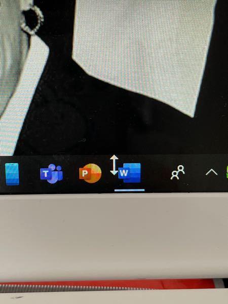 マウスをタスクバーにのせると矢印が写真のように上下の矢印になってシャットダウンもできず、タスクバーにある消してないソフトとかが開けなくなりました。どうしたらなおせますか。