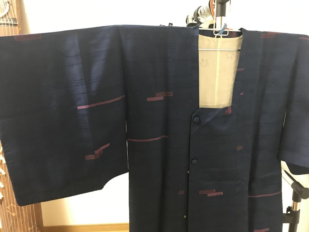 随分前に亡くなった祖母のタンスからこの形の服が何枚か出てきたのですが、これは何という服でしょうか??