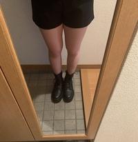 足が太すぎてコンプレックスです。 足を細くするにはどうしたらよいでしょうか。 お見苦しい画像ですいません。