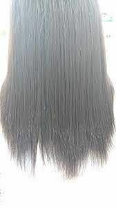美容師の方に質問です。 20代女性です。 私は髪の量が多く、質も硬くて太いです。 パッと見は艶がありますが、 微妙に捻転した髪が混じったような、ゴワゴワした感じがします。 美容室に行く時は、表面は触らずに内側だけすいてもらうようにオーダーしているのですが 毛先がスカスカで余計パサついているように見えます。 写真は私ではありませんが、見た感じほぼ私の髪もこんな感じです。 質問 ①毛先を...