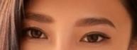 こういう眉毛は今流行ってるんですか?